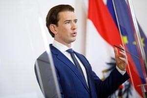 Канцлер Австрии Себастьян Курц выступает на пресс-конференции в Вене 31 октября.
