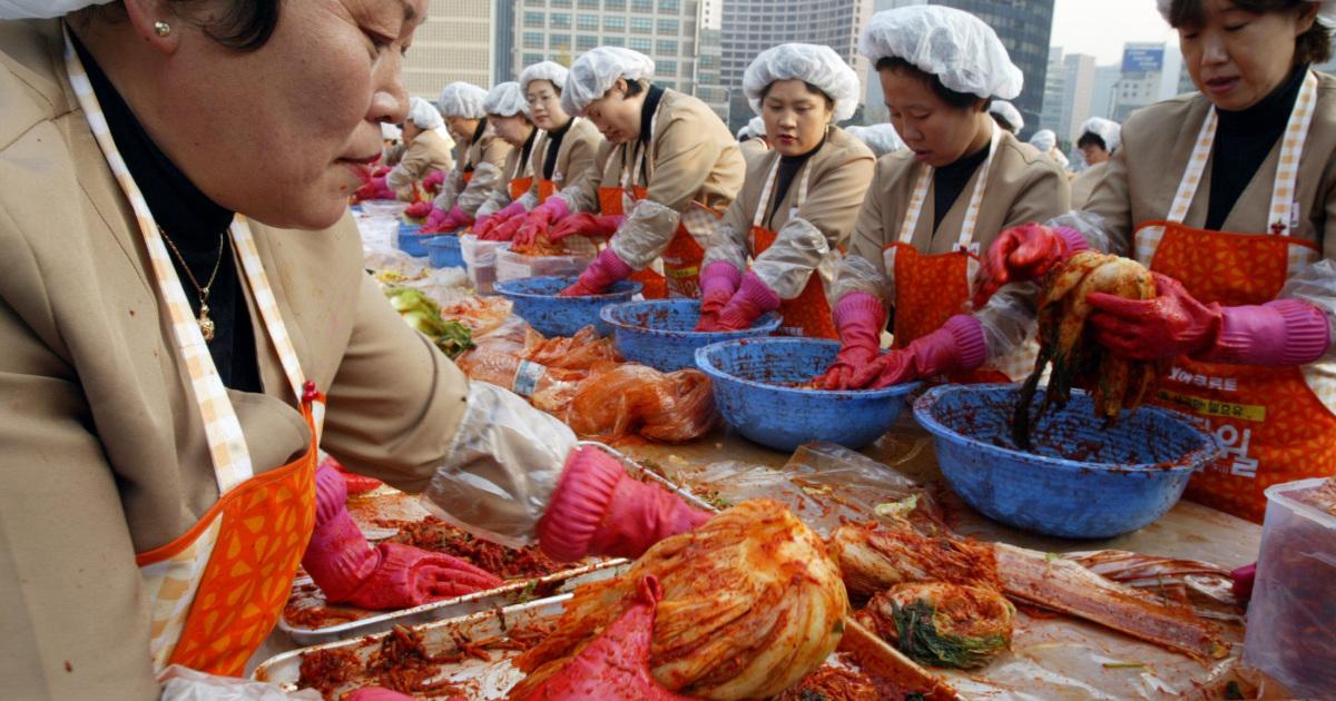Кризис кимчи: пострадавшая от тайфуна Южная Корея страдает от нехватки капусты