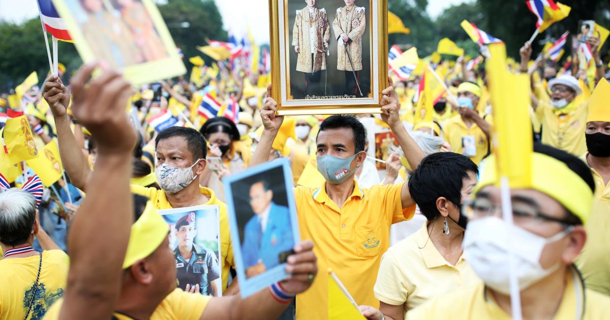 Роялисты Таиланда поддерживают короля