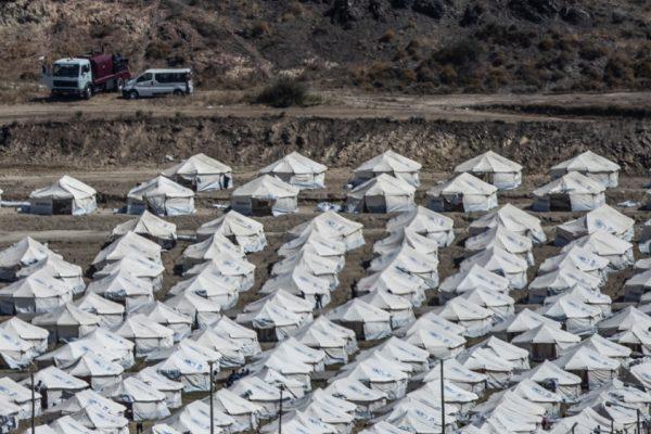 «Мория 2.0»: группы критикуют условия в новом лагере беженцев
