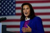 Губернатор Мичигана Гретхен Уитмер заявила, что риторика Трампа ставит ее в опасности [File: Carolyn Kaster/The Associated Press]