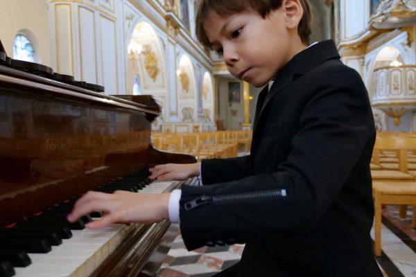 «Редкий талант»: познакомьтесь с шестилетним французским вундеркиндом.