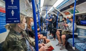 Пассажиры в лондонском метро.