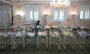 Новорожденные от украинских суррогатных матерей в отеле «Венеция» в Киеве