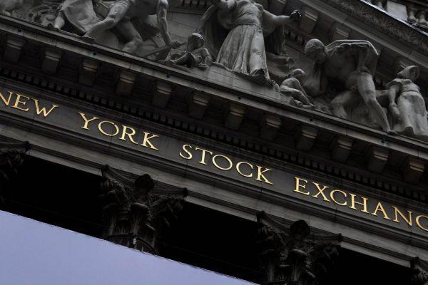 Акции США торгуются с повышением на фоне рекордного экономического роста в США