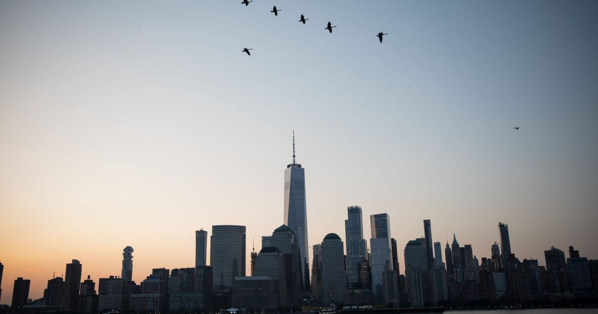 Акции США трепещут о прибылях и надеждах на стимулирование экономики на 2 триллиона долларов
