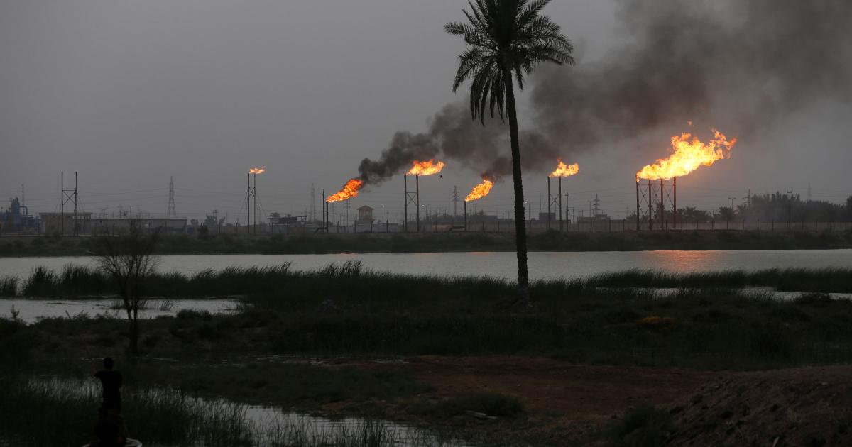 Ракетный удар вызвал пожар на нефтеперерабатывающем заводе на севере Ирака