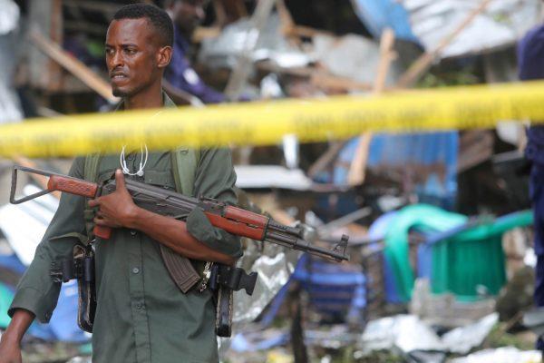 Террорист-смертник убил нескольких человек в кафе-мороженом Могадишо
