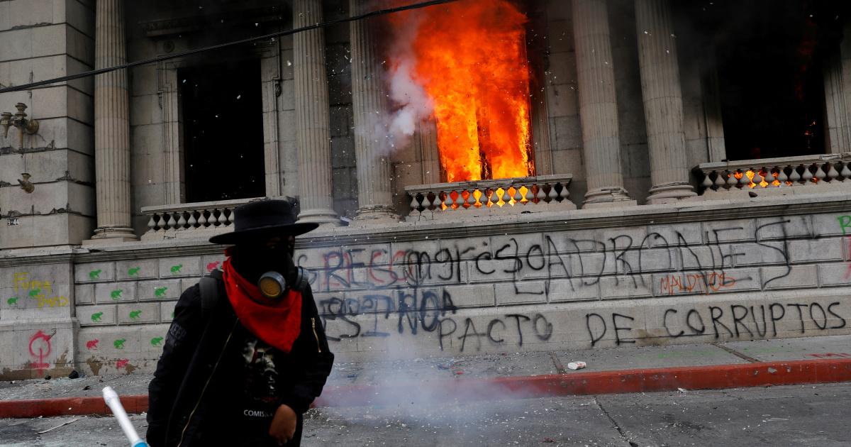 Гватемала приостанавливает ратификацию бюджета после нападения на конгресс