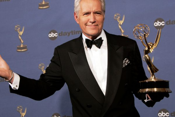 Алекс Требек, давняя Jeopardy! хозяин, умер в возрасте 80 лет