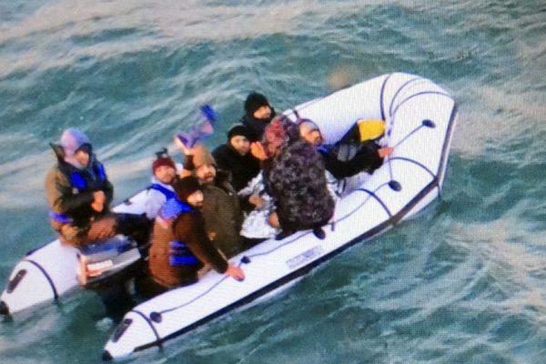 Великобритания и Франция подписали новое соглашение о запрете пересечения пролива для мигрантов
