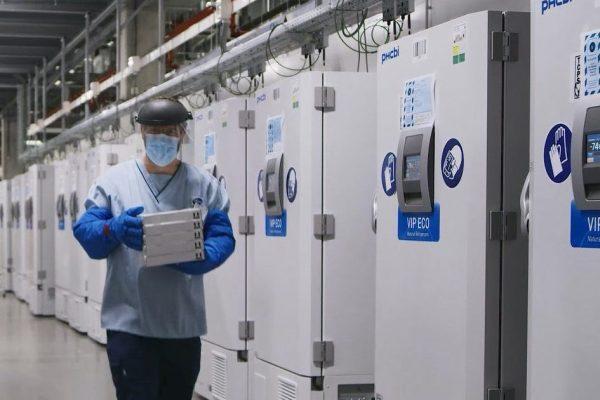 Ford установил морозильные камеры для хранения вакцины COVID-19 для рабочих