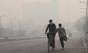 По мнению врачей, крайнее загрязнение в Нью-Дели может усугубить ситуацию. th Продолжающаяся ситуация с Covid-19