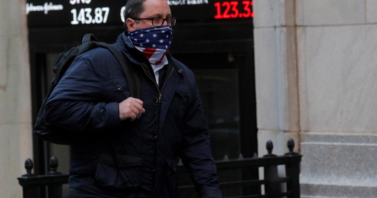 Рынки США отступают от рекордных закрытий после отрезвления новостей о вакансиях