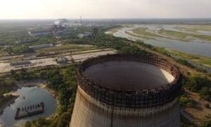 Частично построенная и заброшенная градирня в Чернобыле