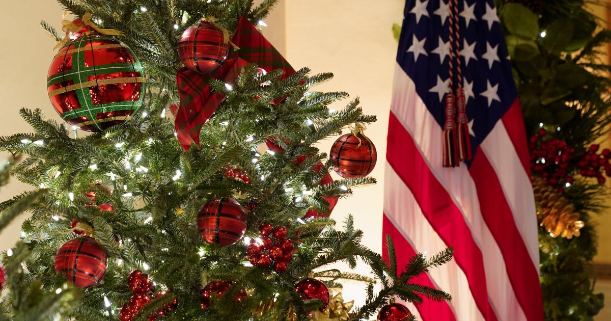 Представлены последние рождественские украшения Белого дома Трампов