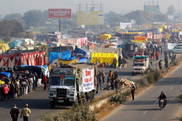 Фермеры Индии соглашаются встретиться с правительством из-за новых законов, которые они хотят отменить