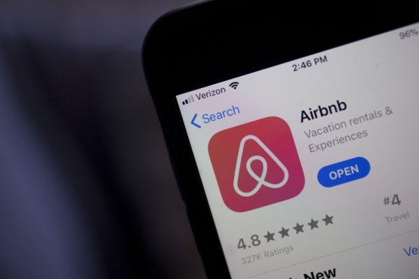 Путешествие по всему миру: IPO Airbnb побило рекорды 2020 года