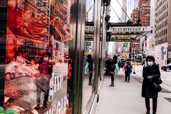 Раньше любили: покупатели обращаются к подержанной одежде роскоши.