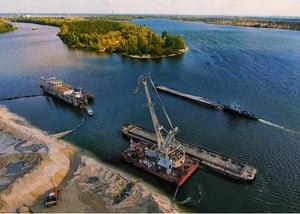 Дноуглубительные работы на реке Припять в пределах Чернобыльской зоны отчуждения