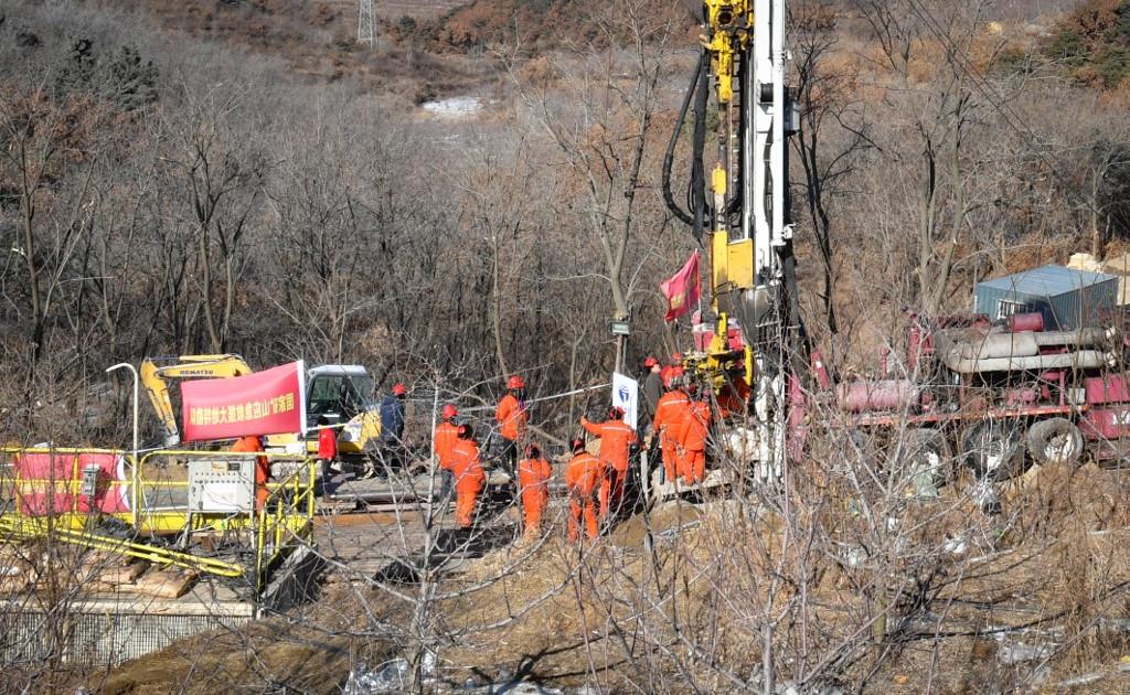 Китайские шахтеры в ловушке просят рисовую кашу и сосиски