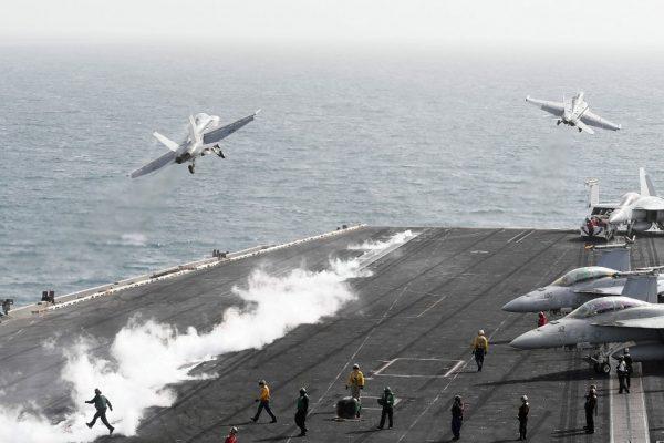 """США осуждают """"дестабилизирующие"""" полеты китайских военных в Южно-Китайском море"""