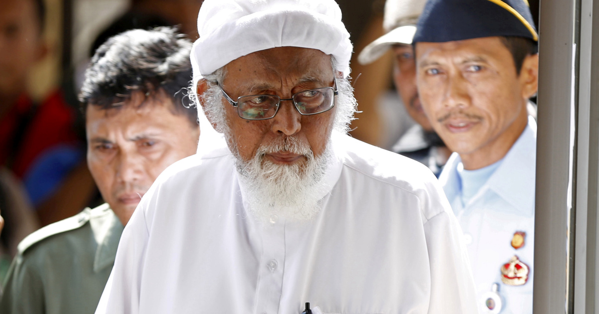 Абу Бакар Башир, связанный с бомбардировками на Бали, освобожден в Индонезии
