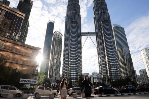 В критической точке COVID Малайзия объявляет чрезвычайную ситуацию, изоляцию