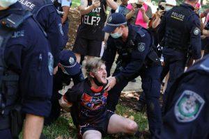 Аресты во время протестов в День Австралии, призывающих к признанию коренного населения