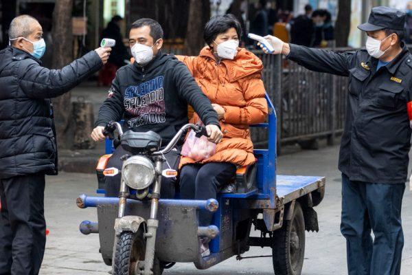 «Очень разочарован»: эксперты ВОЗ по COVID заблокированы из Китая