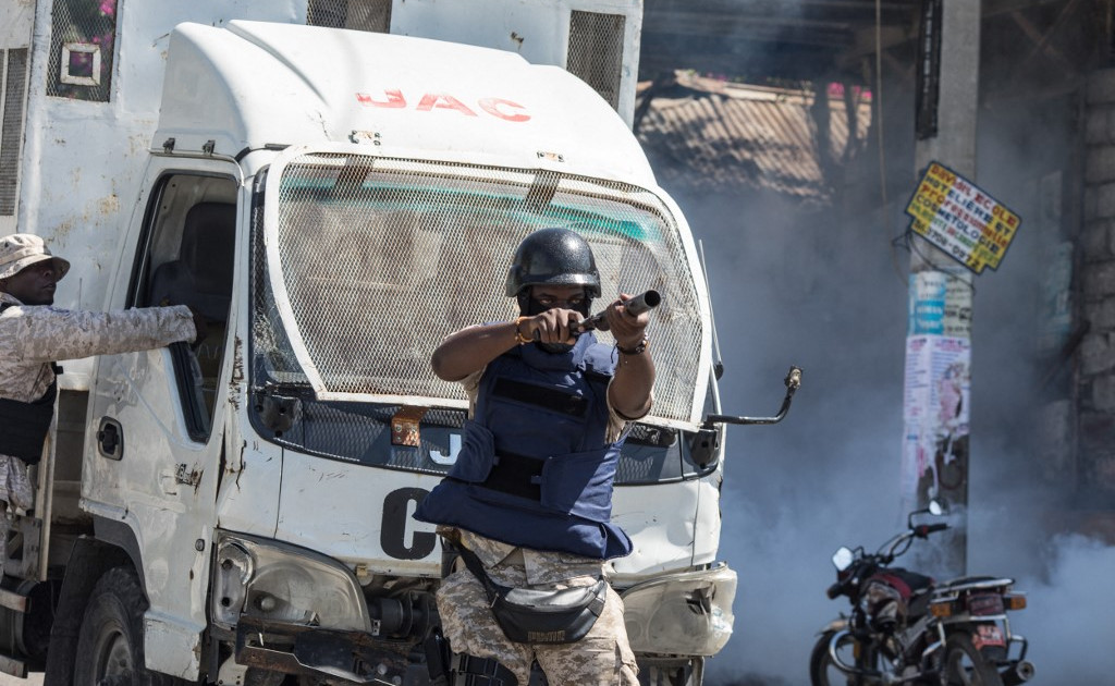 Столкновение полиции Гаити с протестующими: президент нацелен на судей