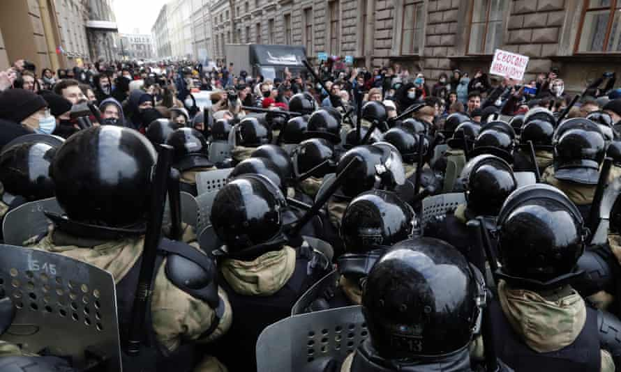 Протестующие в Санкт-Петербурге