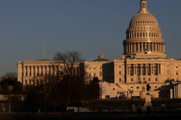 Демократы решают действовать в одиночку по плану Байдена по борьбе с COVID-19