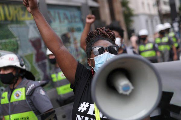Бразилия снова протестует против реакции Болсонару на COVID-19