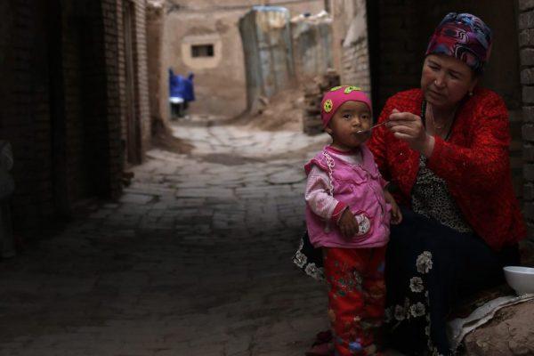 Глава ООН по правам человека осуждает злоупотребления в Синьцзяне и аресты в Гонконге