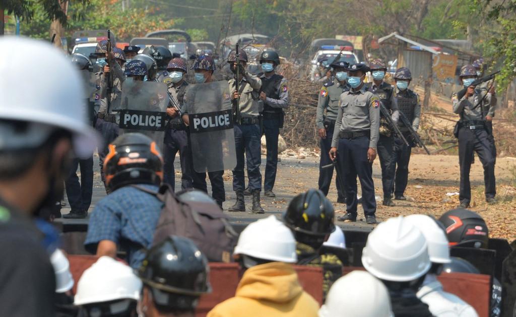 Военные Мьянмы «убивают» протестующих: амнистия