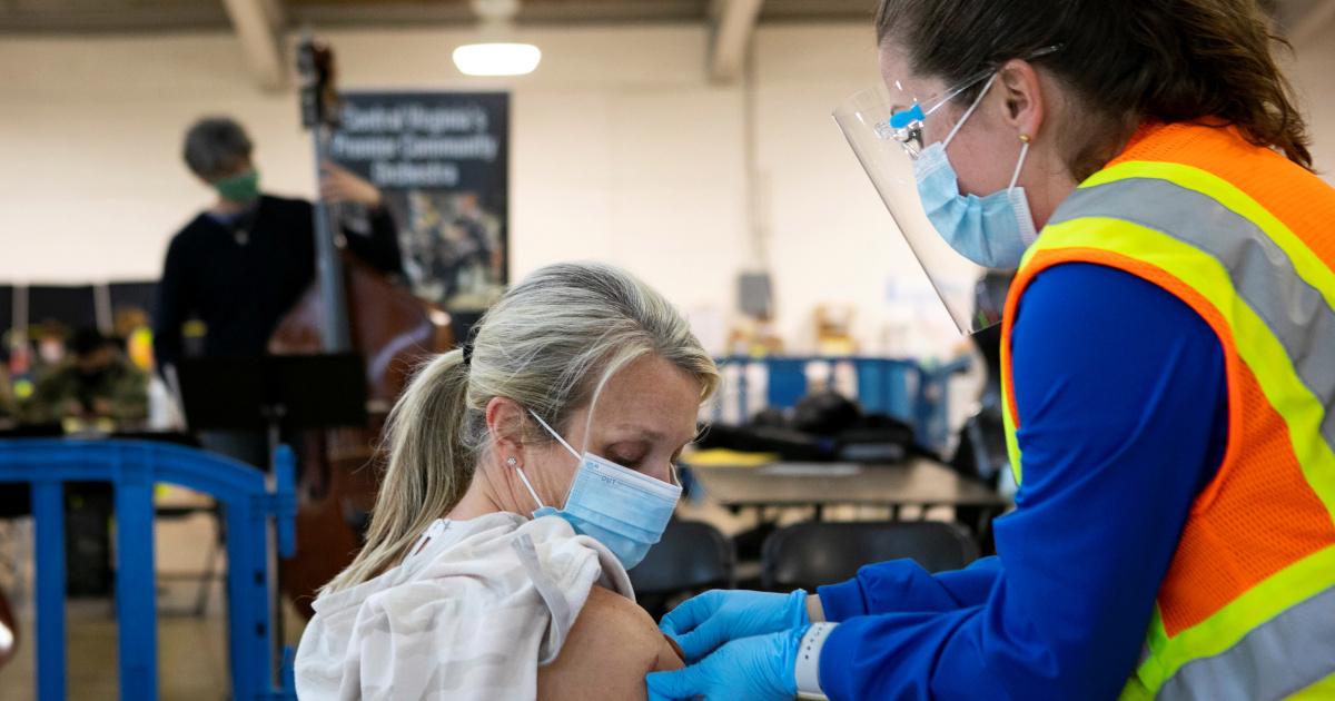 Вакцина AstraZeneca COVID эффективна на 76% по результатам нового исследования в США