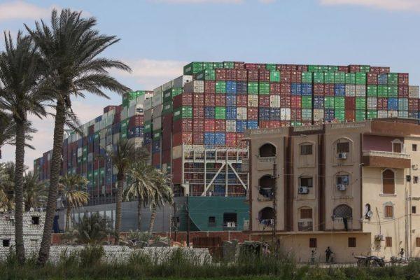 Азиатские акции растут, нефть падает из-за повторного размещения судна Суэцкого канала