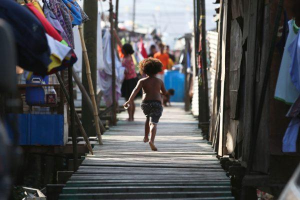 «Отчаянная потребность»: PNG получить вакцины в Австралии на фоне всплеска COVID