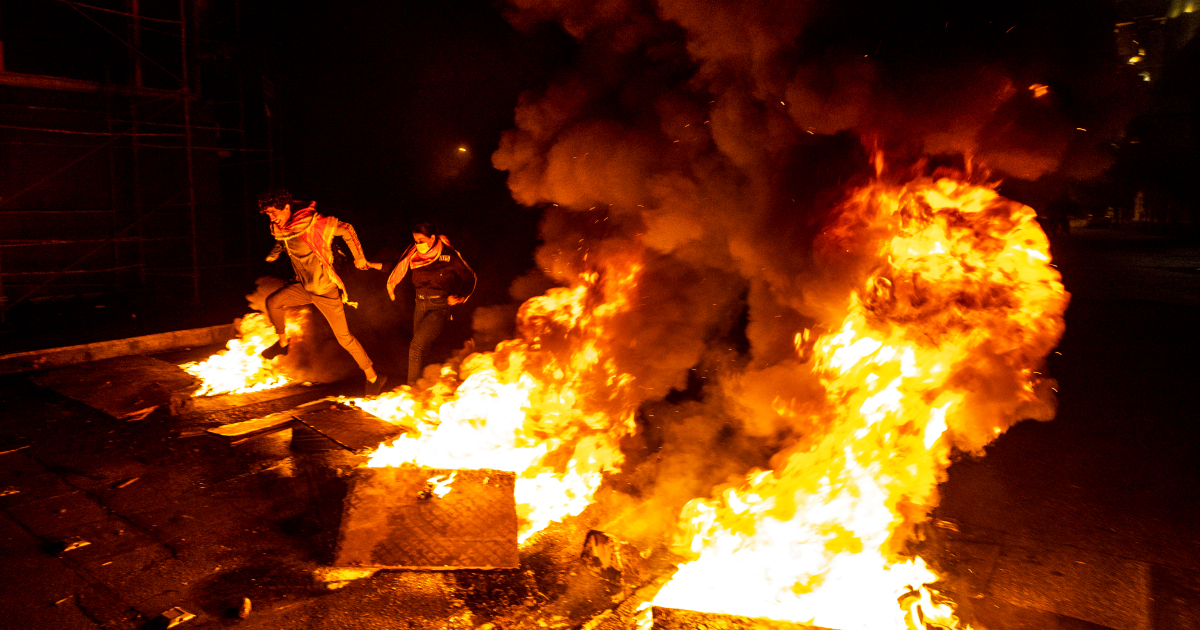 Протесты продолжаются, поскольку ливанец Хасан Диаб угрожает прекратить работу