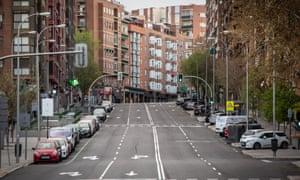 Пустая улица в Мадриде, Испания, в марте прошлого года.