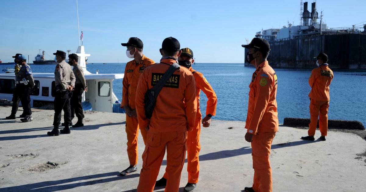 """Столкнувшись с """"моральным ударом"""", Индонезия активизирует поиск подводных лодок"""