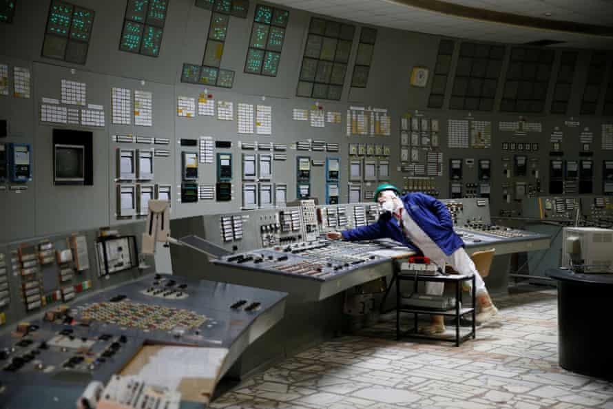 В центре управления третьим реактором в Чернобыле.