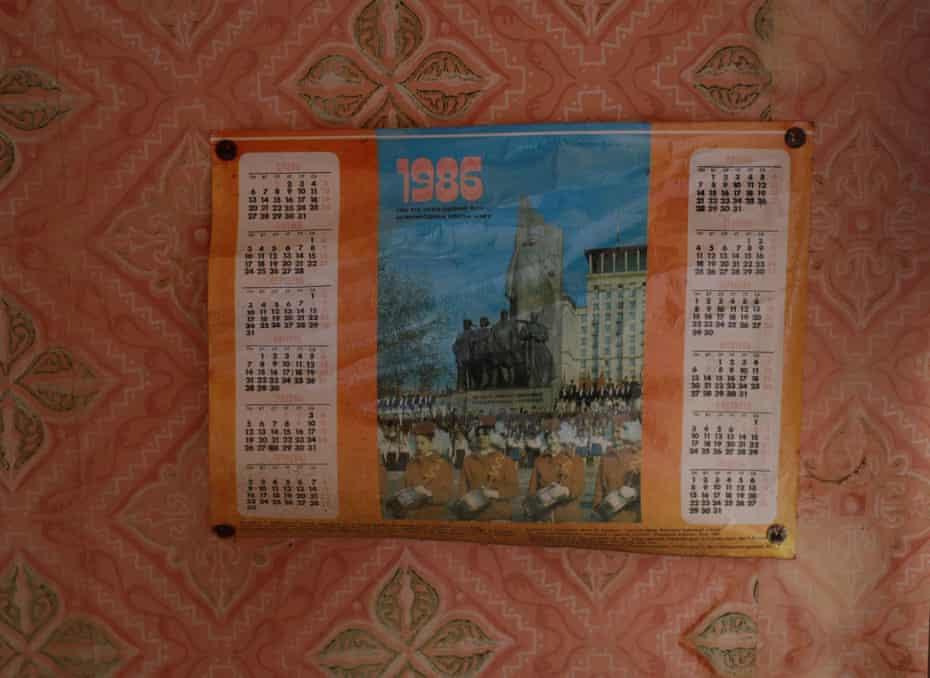 Календарь на стене в доме в заброшенной деревне Залисся.