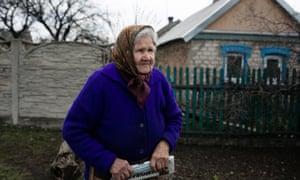 Вера Басова в своем доме в Марьинке, Украина