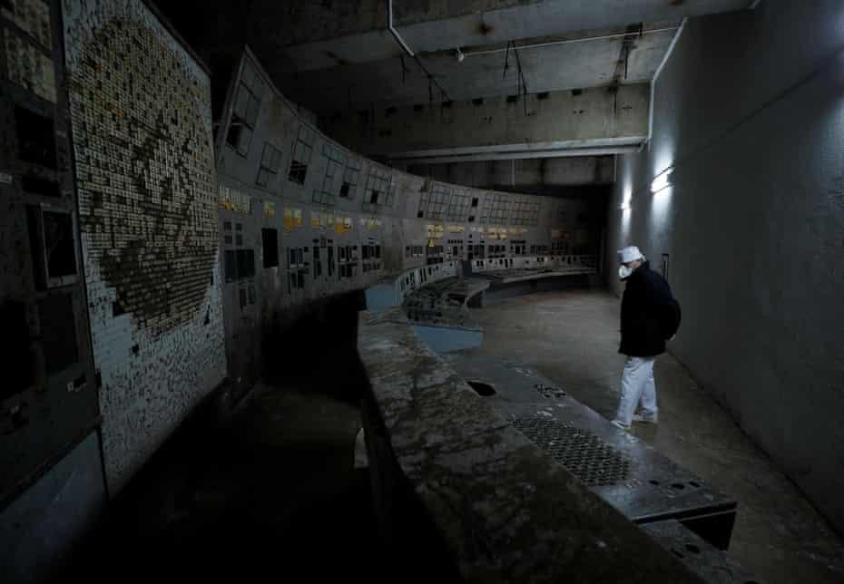 Внутри поврежденного четвертого реактора в Чернобыле