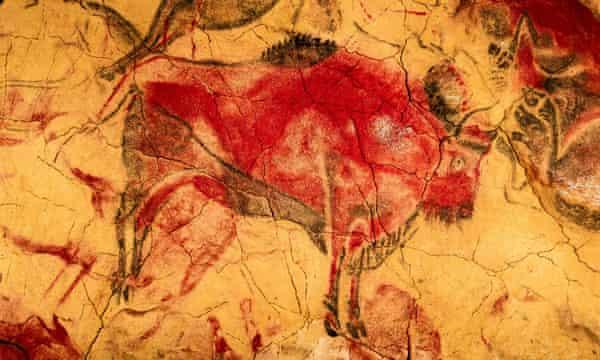 Изображен бизон. на картине в пещере Альтамира, в историческом городе Сантильяна-дель-Мар, Кантабрия.
