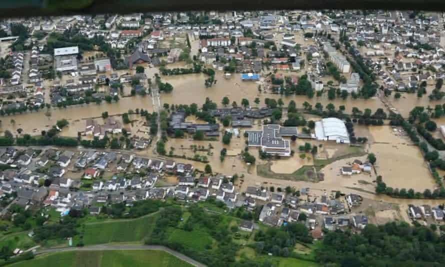 Аэрофотосъемка наводнения в Бад-Нойенар-Арвайлер.