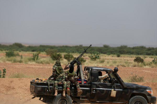 Боевики на мотоциклах совершили налет на деревню Нигер, убили 14 человек.