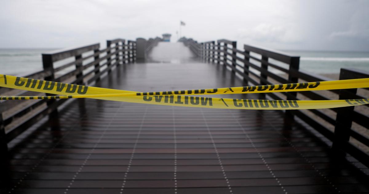 Эльза переживает ураган и направляется к побережью Мексиканского залива Флориды.
